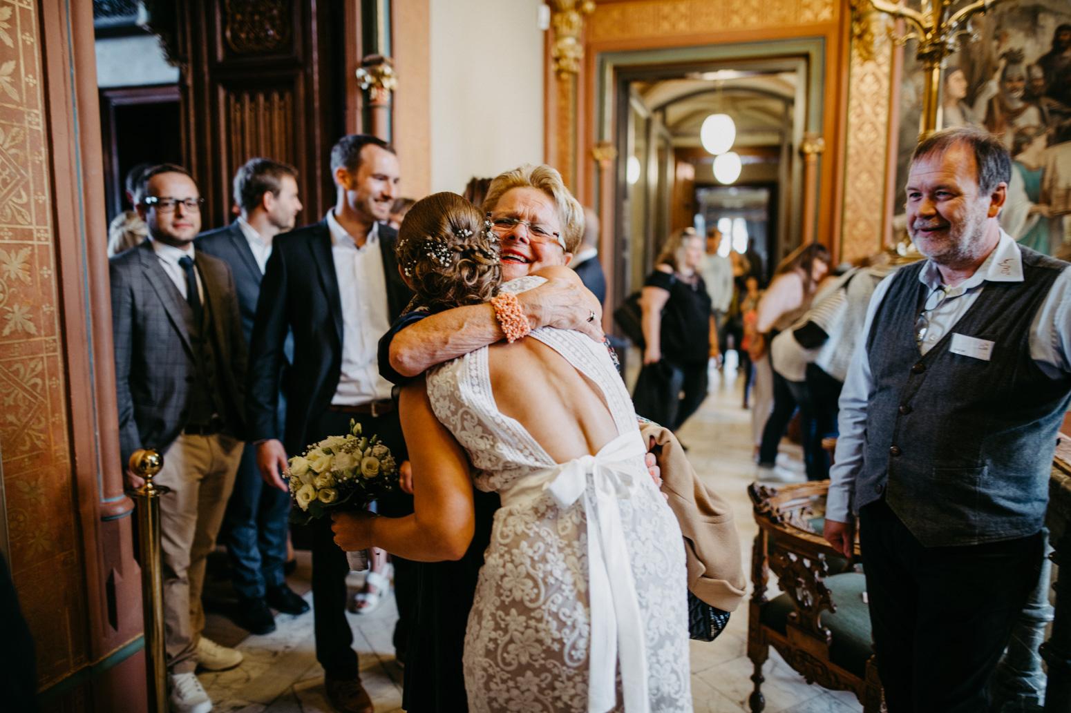 Gratulation bei einer Hochzeit auf Schloss Drachenburg in Königswinter