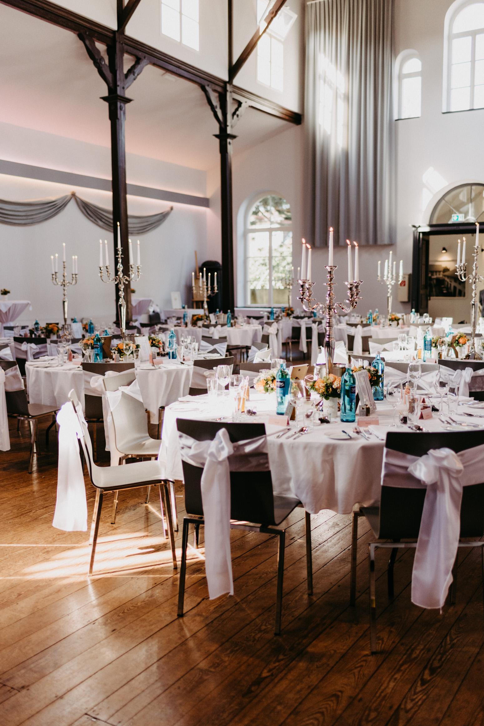 Hochzeit in der kleinen Beethovenhalle in Muffendorf, Bad Godesberg. Hochzeitsreportage von Daria Becker von Genuine Bonds aus Bonn