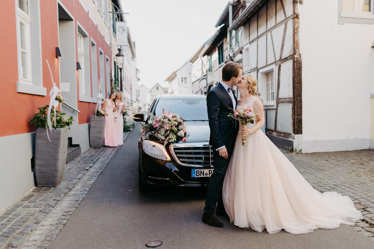 Hochzeit in der kleinen Beethovenhalle in Muffendorf, Bad Godesberg. Hochzeitsfotografin Daria Becker von Genuine Bonds aus Bonn