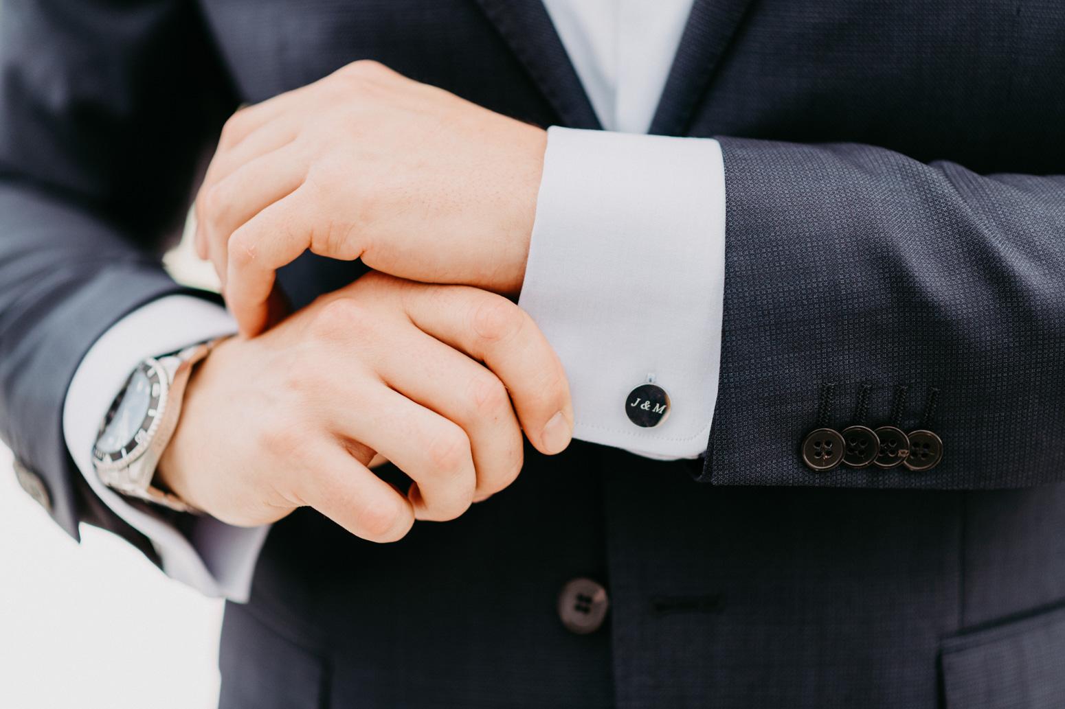 Individualisierte Manschettenknöpfe für den Bräutigam