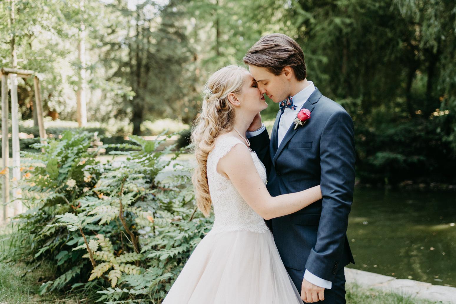 Brautpaarshooting im Redoutenpark in Bad Godesberg. Hochzeitsreportage Daria Becker von Genuine Bonds aus Köln