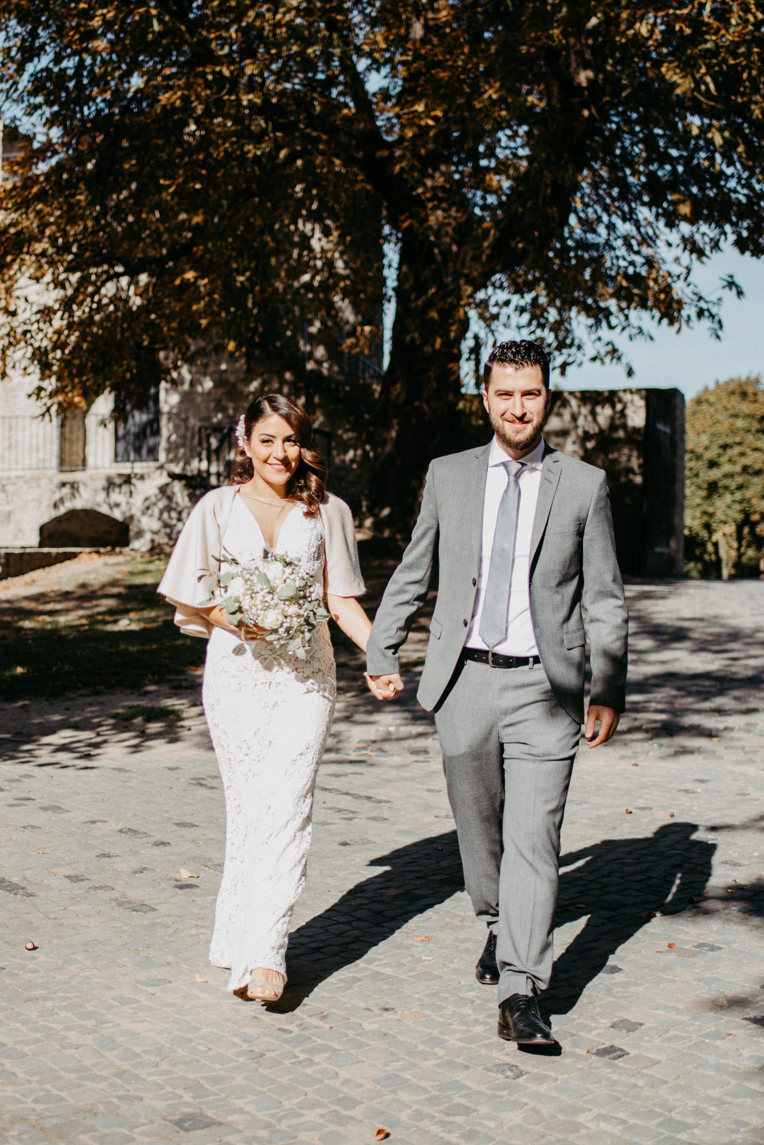 Ankunft des Brautpaares am Schloss Broich, Foto von Daria Becker, Hochzeitsfotografin von Genuine Bonds