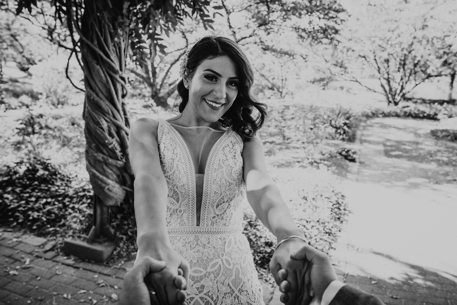 Spin Me Braut und Bräutigam am Schloss Broich, Hochzeitsfotografin Daria Becker von Genuine Bonds